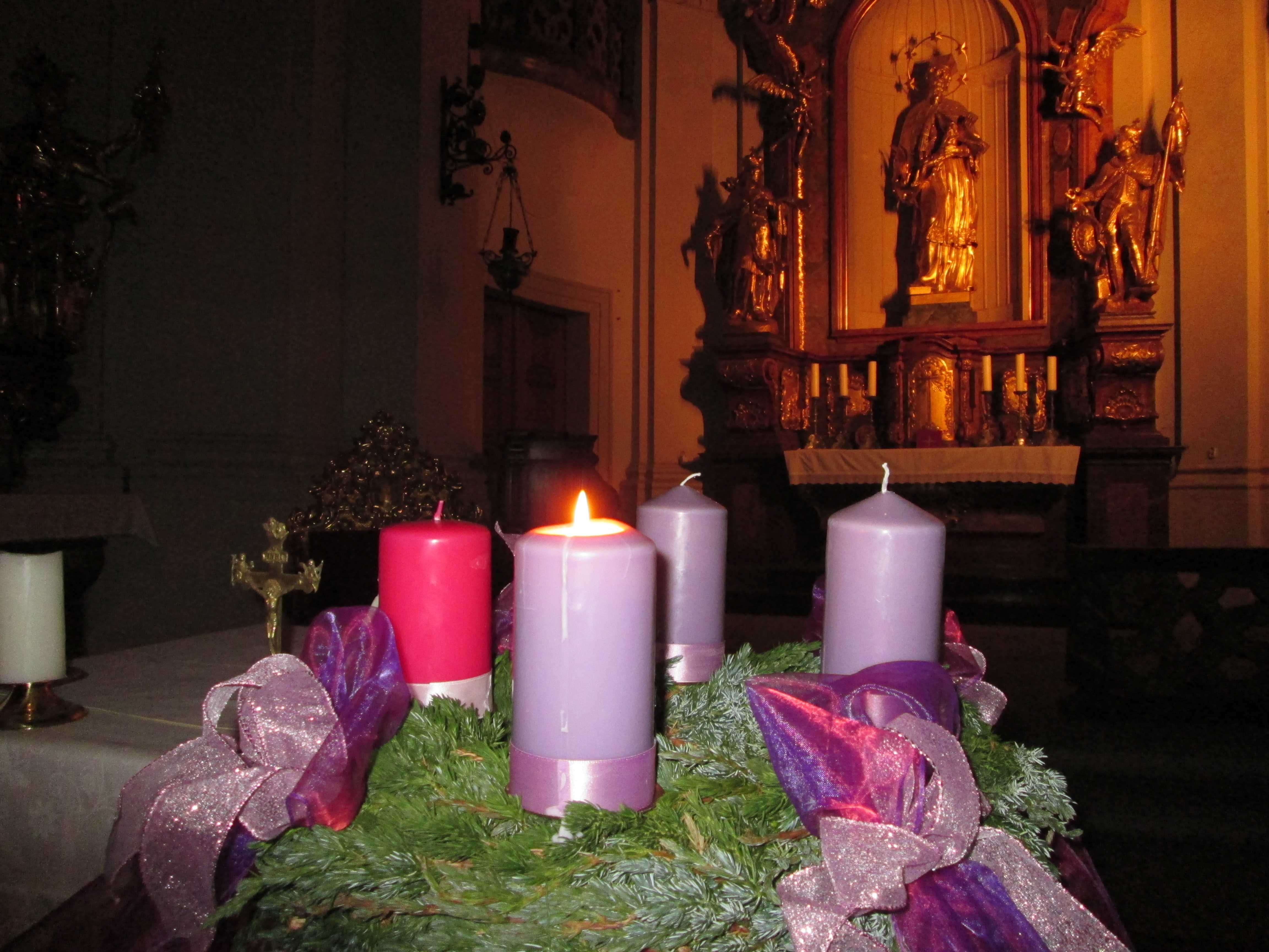 Adventskranz katholische kirche