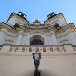 Festliche Kirchenfassade